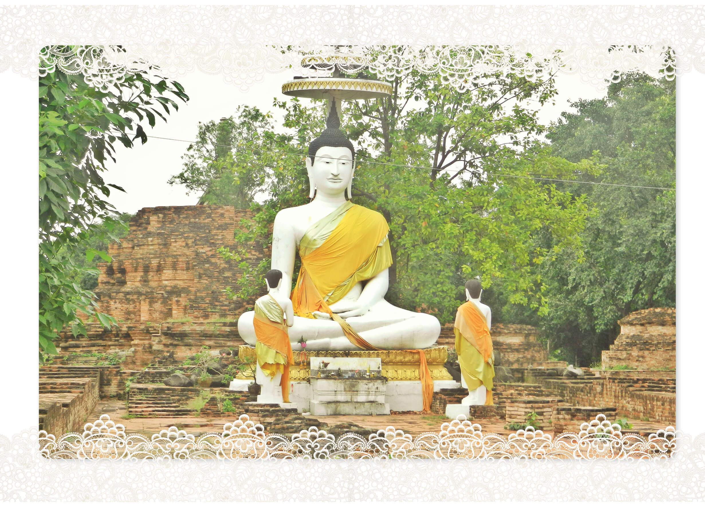 voyage en Thailande, statue de bouddha dans les temples en ruine à Ayuttahaya