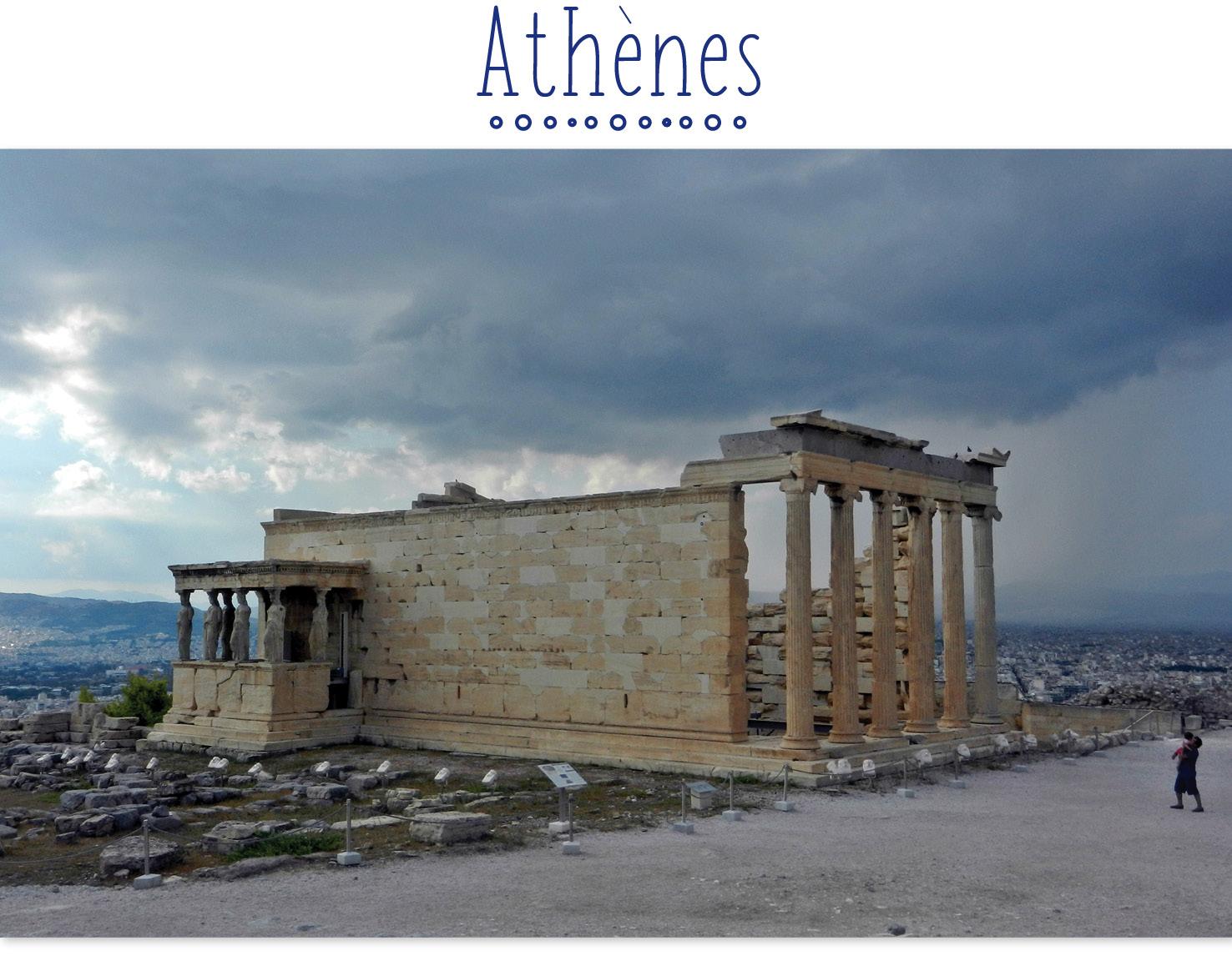 Ruine de temple à l'Acropole d'Athènes en Grèce.